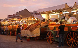 Evening scene at outdoor fruit and vegetable stands